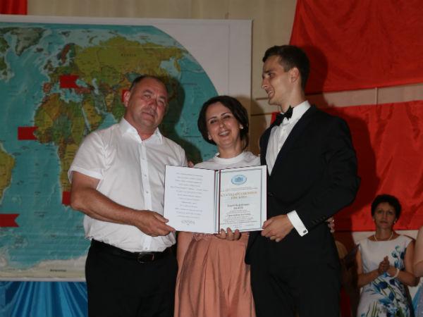 Депутат Госдумы Иван Демченко поздравил выпускников с долгожданным событием